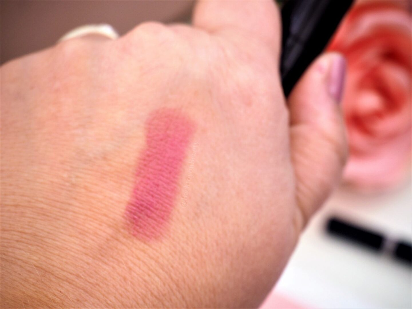 Hydragel lipstick in knockout swatch