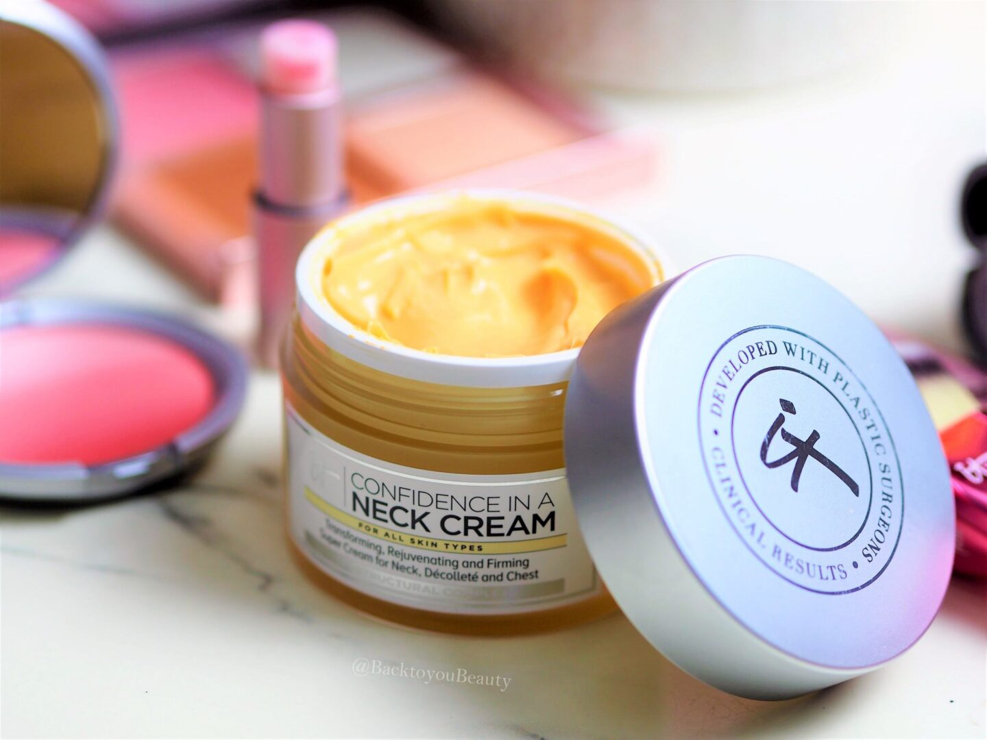 It Cosmetics Confidence in a neck cream