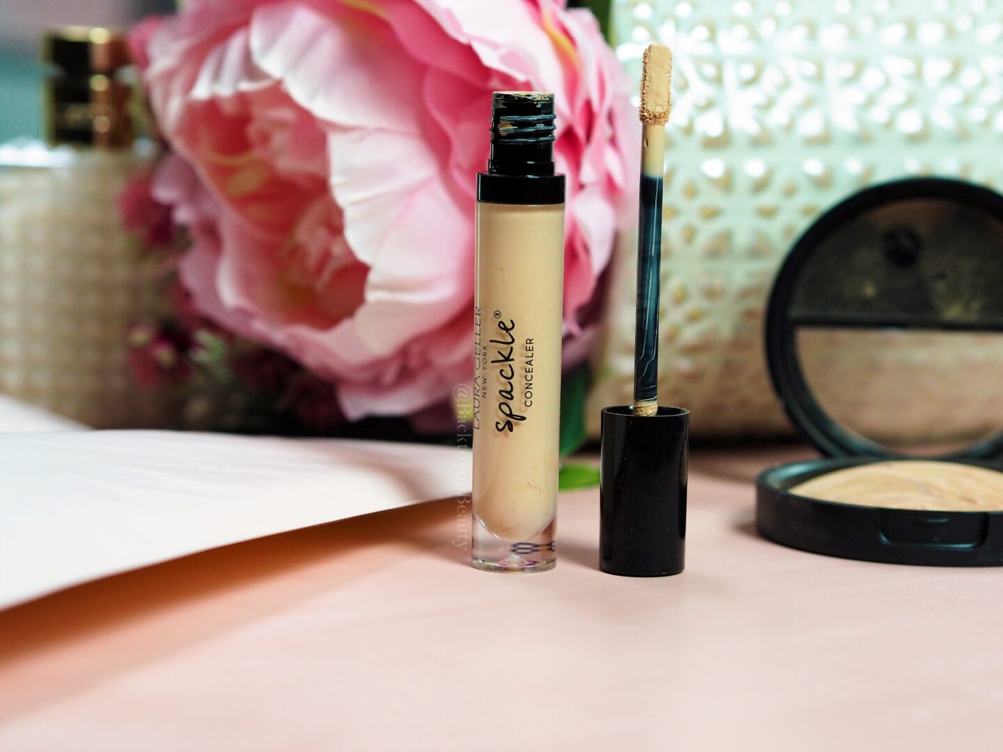Laura Geller Spackle Concealer in Light