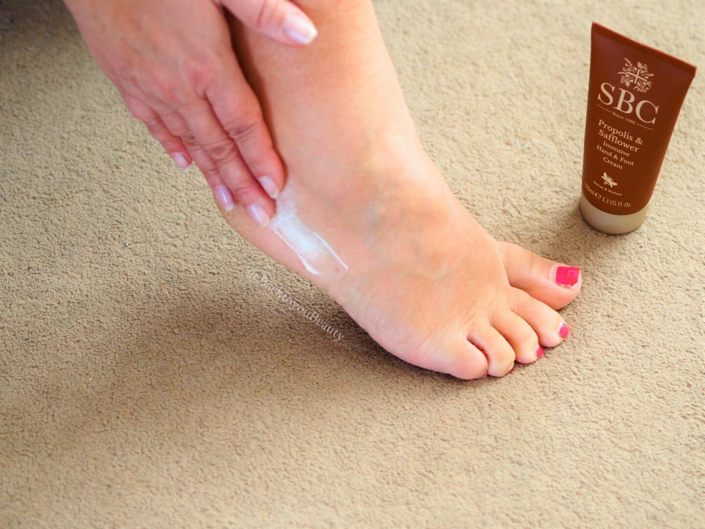 Propolis and safflower intensive hand and foot cream