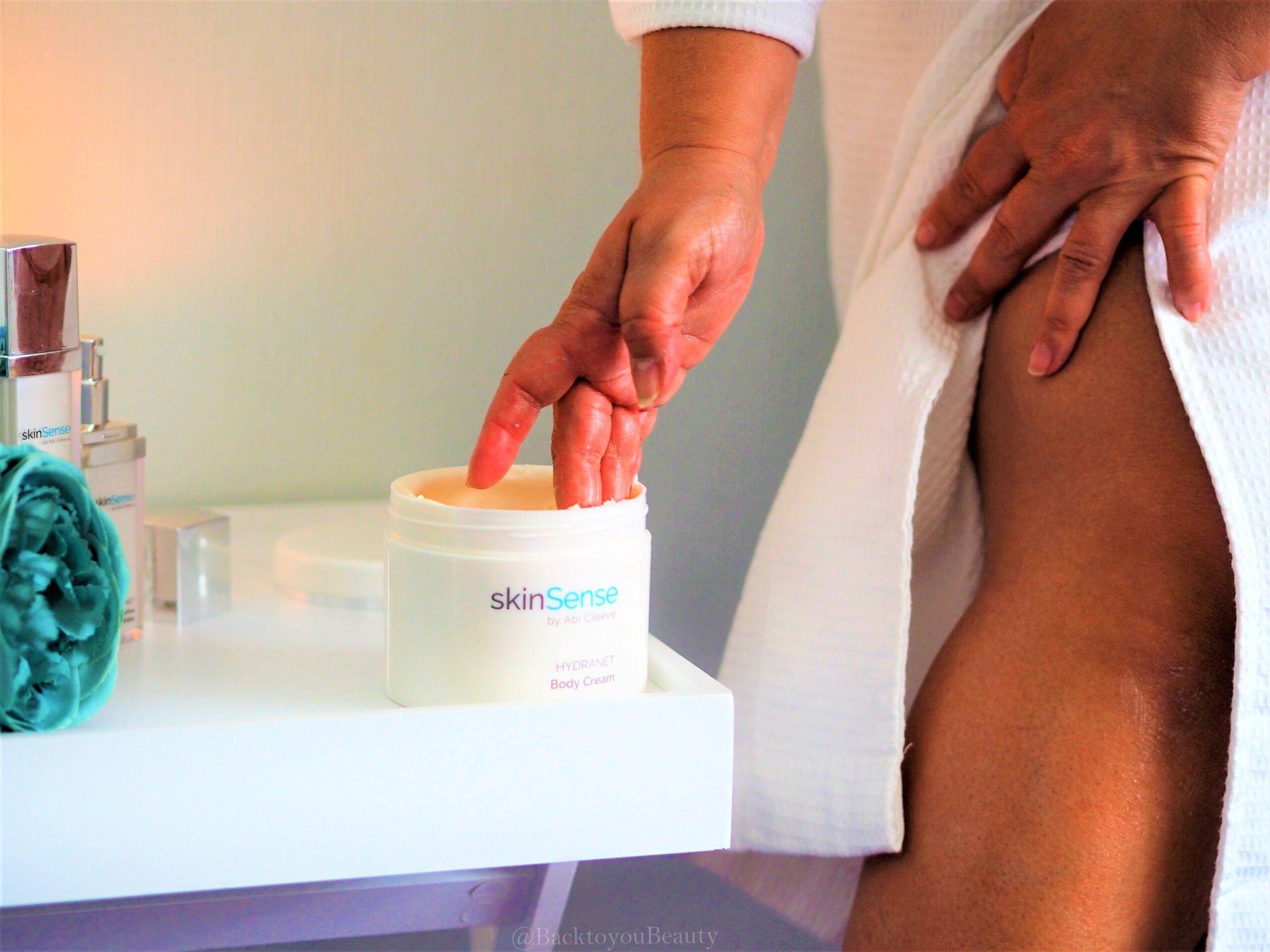 Applying Hydranet Body Cream