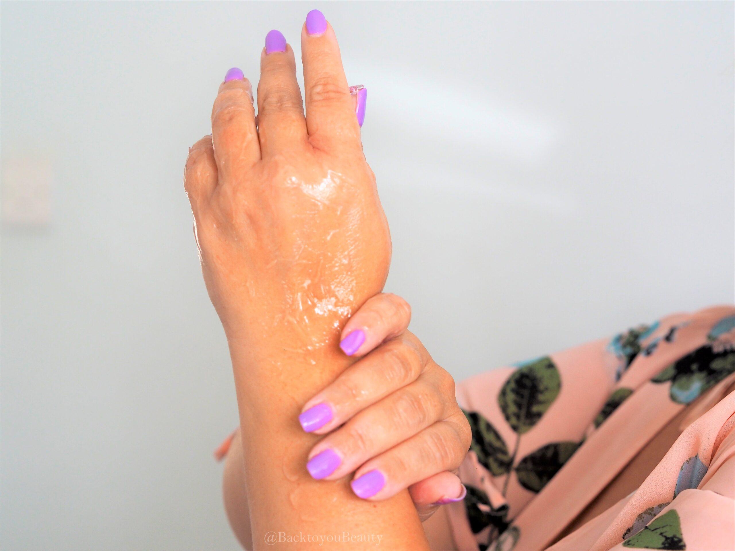 massaging in Hydra Collagen gel